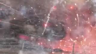 【流石USA】約20トンの花火積んだトラックが玉突き事故で爆発する