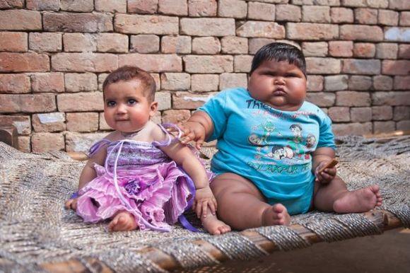 インドのある村で人気の赤ちゃん、生後10ヶ月で重さはなんと・・・