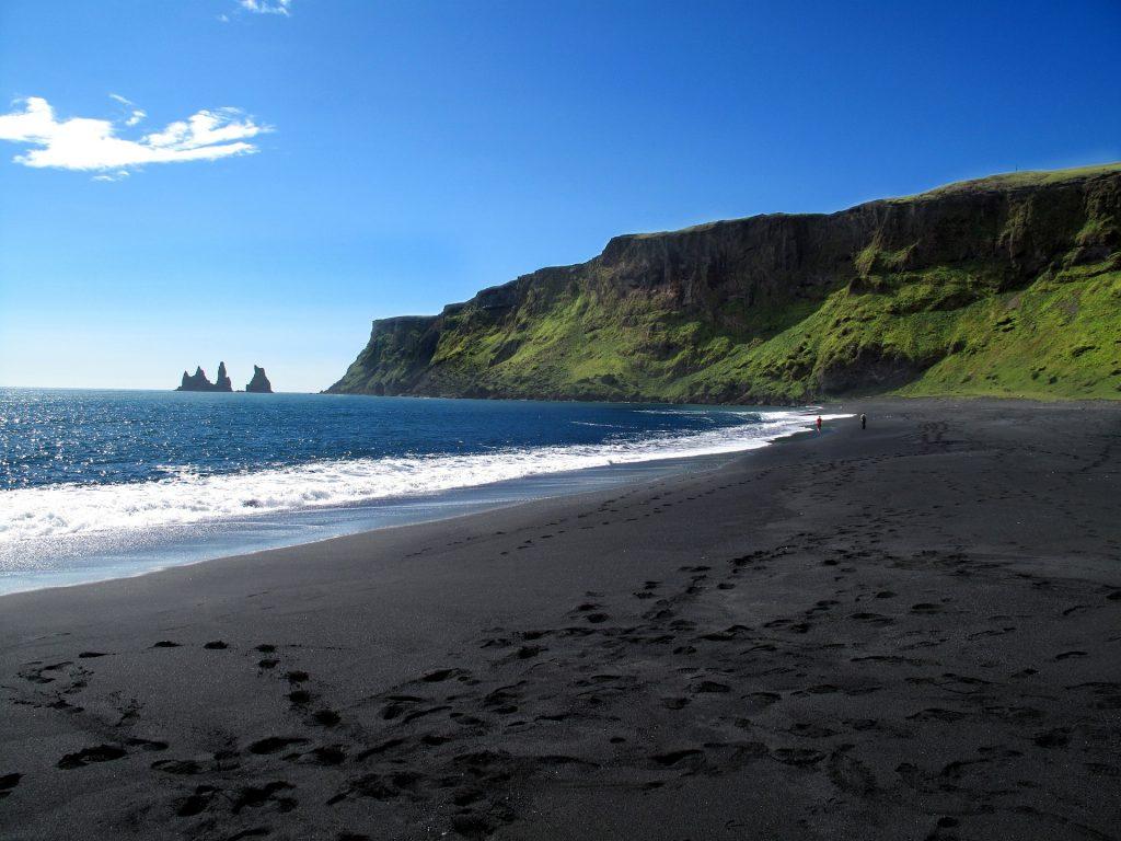 La plage de sable noir de Vik