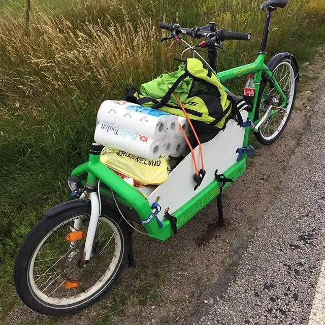 Så här ser det ut när man är på väg hem från storhandling med sin lastcykel.