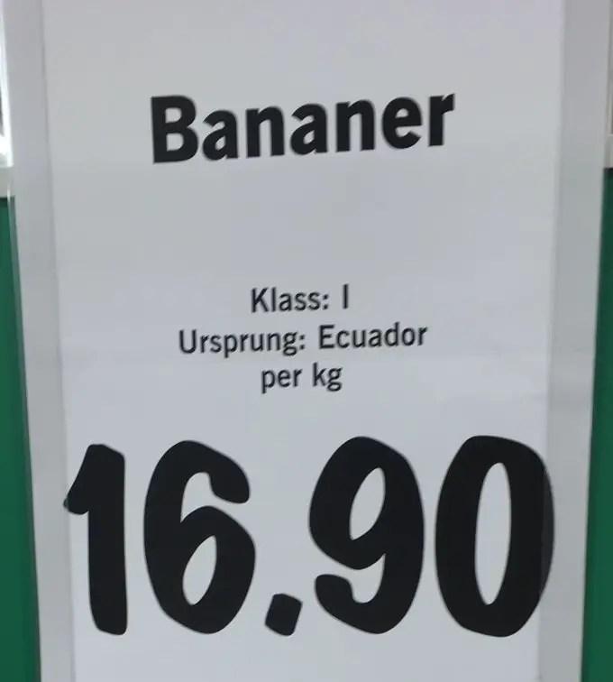 Bananer är frukt nummer två hos oss. De får inte kosta mer än runt 17 kr/kg. Redan då är de 70% dyrare än äpplen!