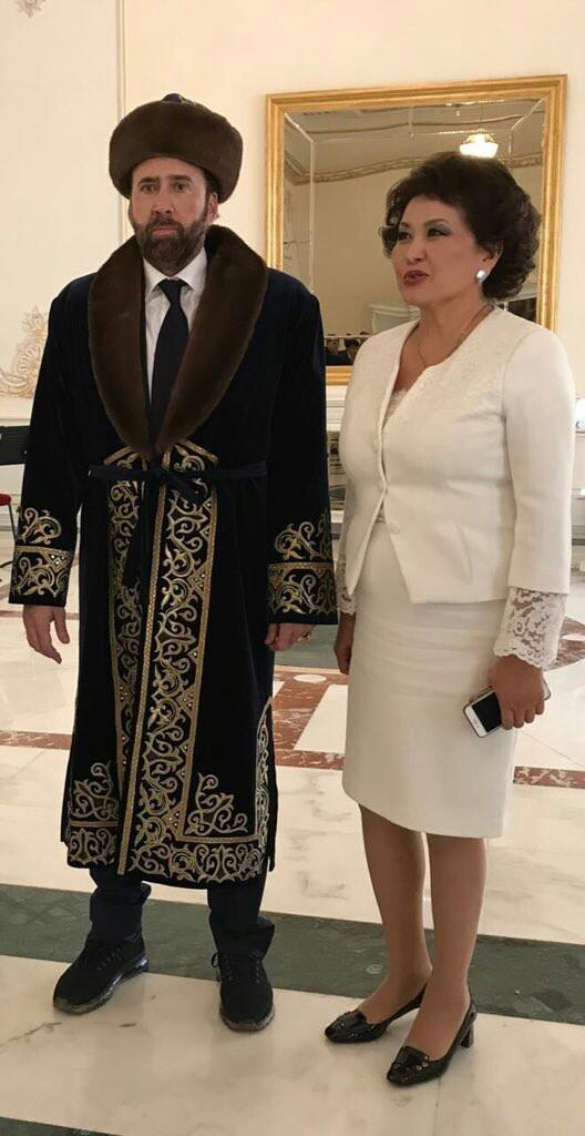 Николас Кейдж в казахском костюме