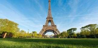 Власти Парижа хотят перекрасить Эйфелеву башню