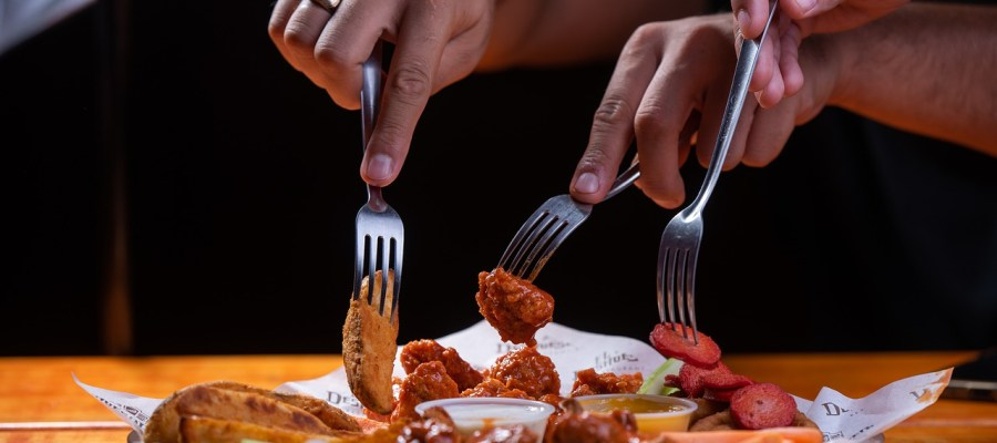 Food Chicken Wings Fork Eating  - u_6qcjbfqp / Pixabay