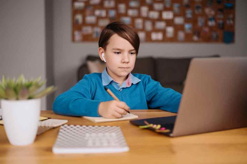 Wie wird sich COVID-19 auf die Zukunft des Bildungswesens auswirken?