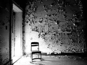 Doorway-Light-Chair
