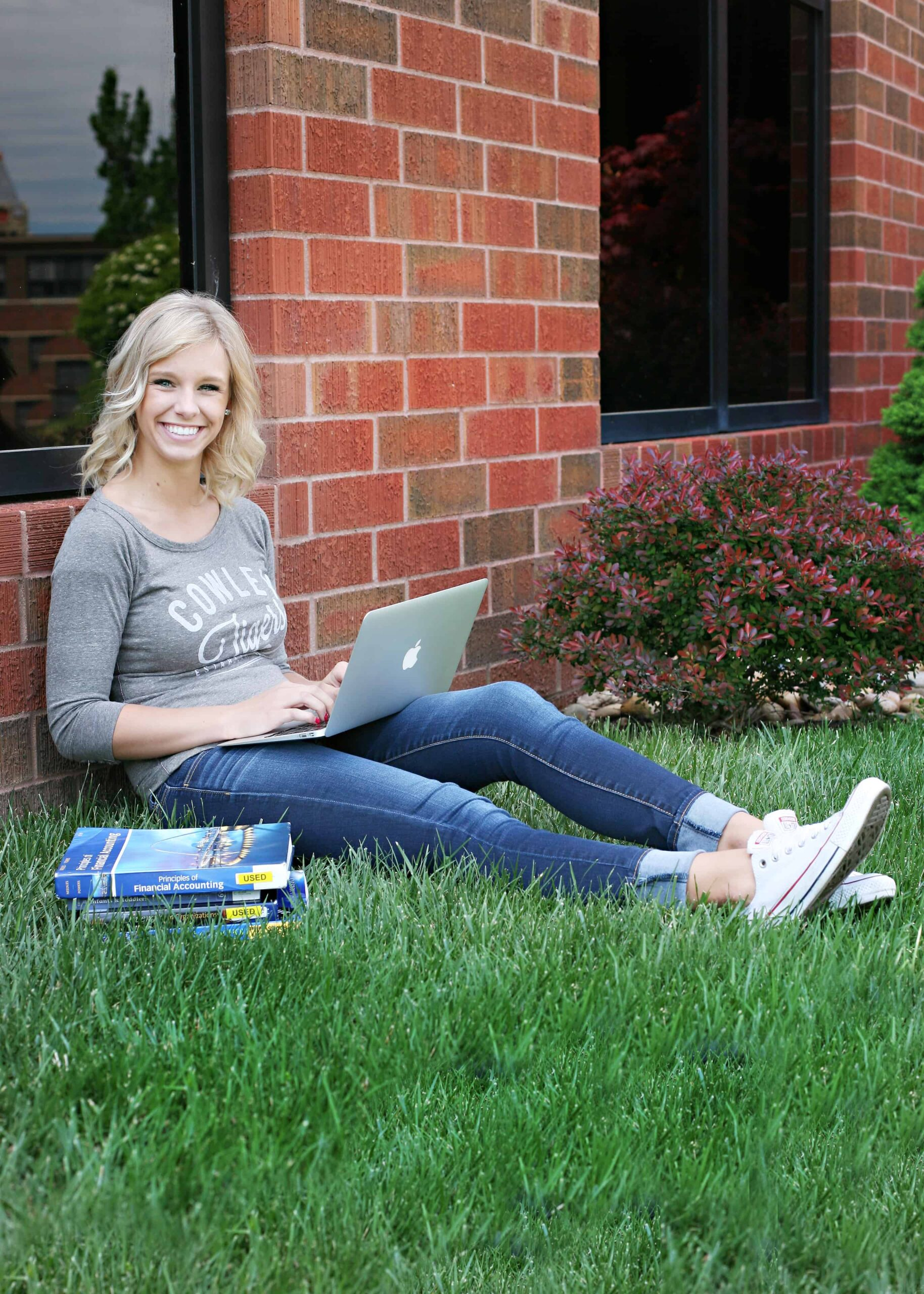 Student learning remotely outside
