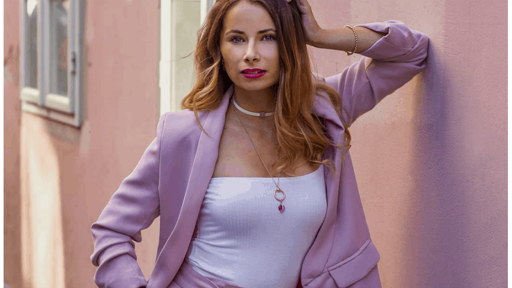 Hungarian Women: Meeting, Dating, and More (LOTS of Pics) 10