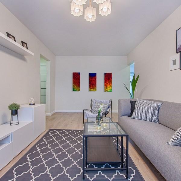 1587754617_3-panel-sunset-in-living-room