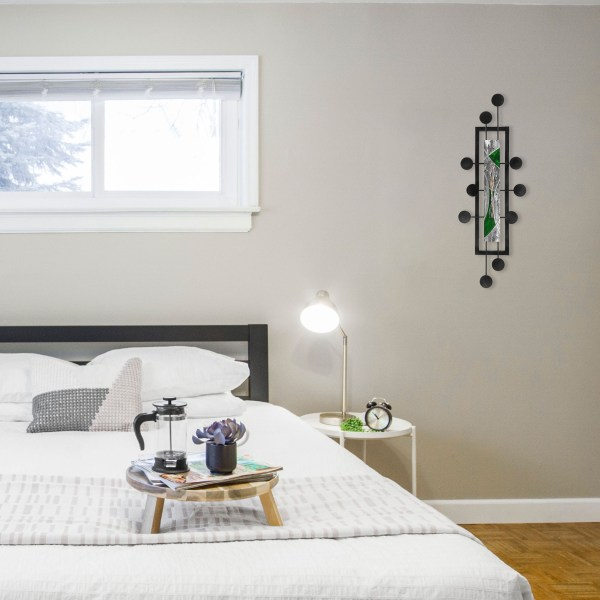 green-space-hub-in-bedroom