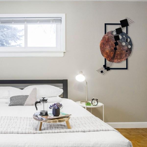 black-dark-side-of-the-moon-in-bedroom