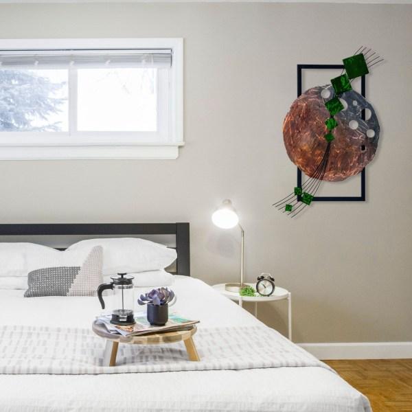 green-dark-side-of-the-moon-in-bedroom
