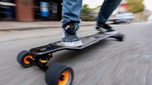De ce să cumperi un skateboard electric