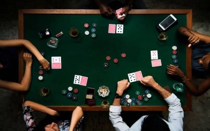 Poker-Čerli Karel-igre na stolu-zabava sa prijateljima