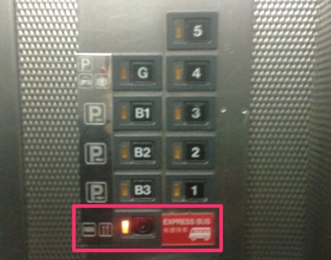 バス乗り場からエレベーター