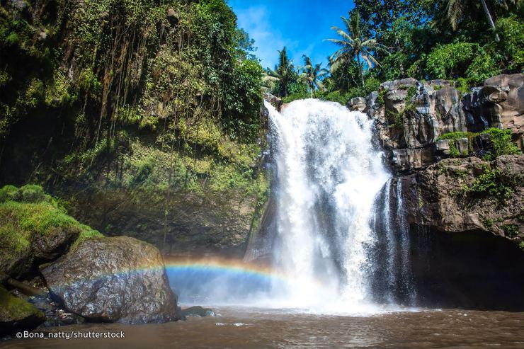 tegenungan waterfall rainbow 1