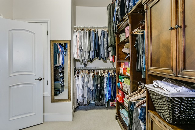closet 4572626 640 1