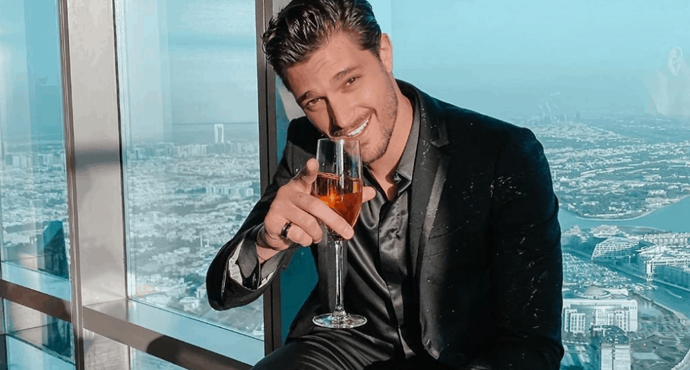 Canadian Men – Meeting, Dating, and More (LOTS of Pics) 33