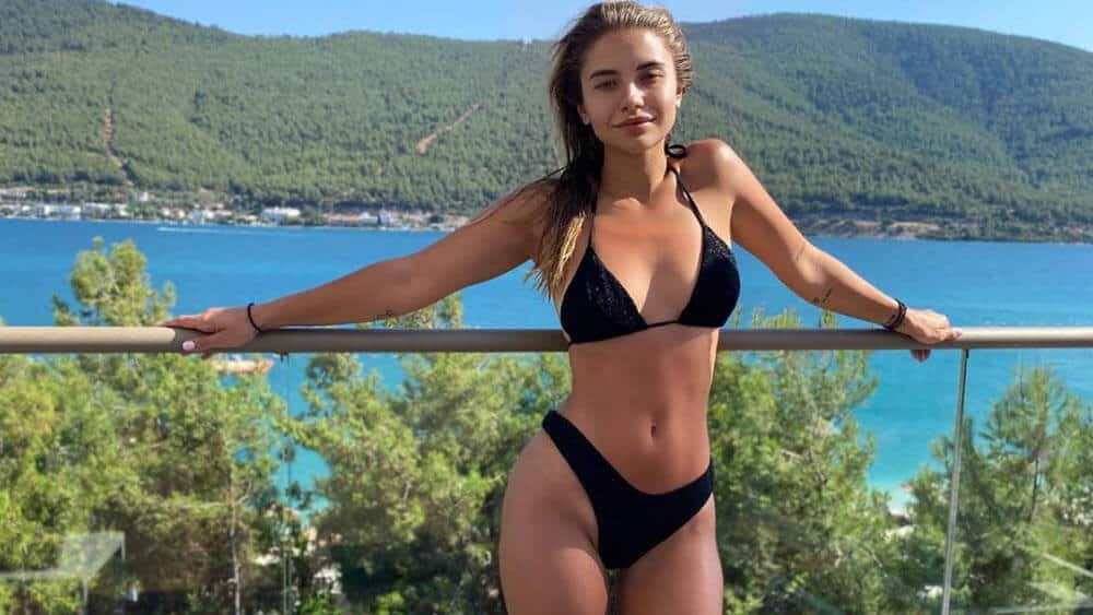 Romanian Women – Meeting, Dating, and More (LOTS of Pics) 30