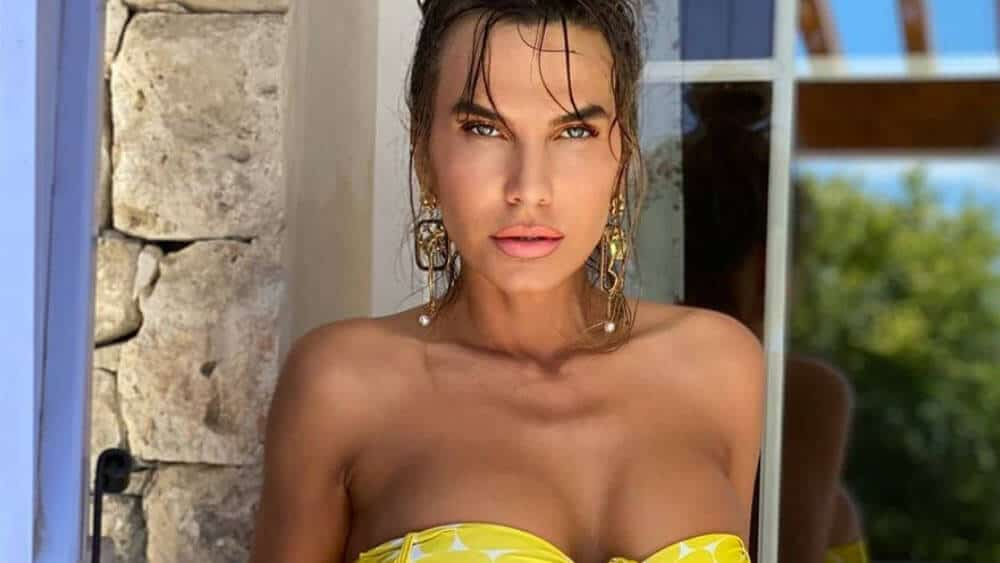Romanian Women – Meeting, Dating, and More (LOTS of Pics) 43
