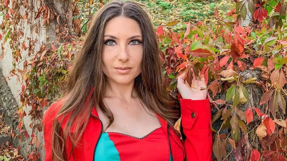 Romanian Women – Meeting, Dating, and More (LOTS of Pics) 5