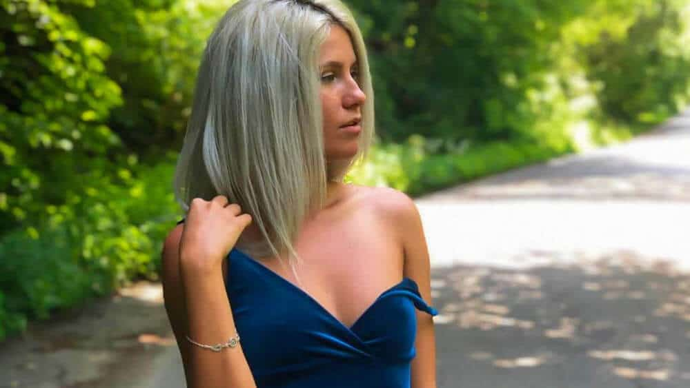 Romanian Women – Meeting, Dating, and More (LOTS of Pics) 46
