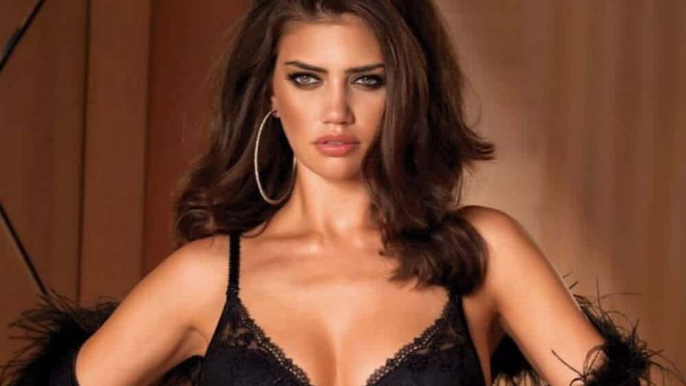 Romanian Women – Meeting, Dating, and More (LOTS of Pics) 47