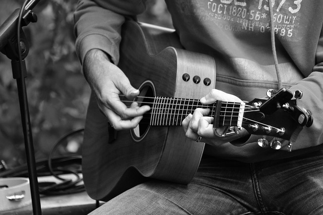ea31b80d2bf4033ed1584d05fb1d4390e277e2c818b4124395f6c970afef 640 - Want To Learn To Play The Guitar? Read On.