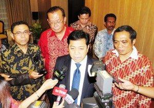 Ketua DPR Setya Novanto diwawancarai media nasional didampingi Pengurus Bamag Nasional