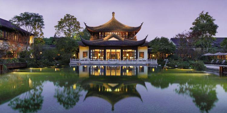 MEETING MINDFULLY AT FOUR SEASONS HOTEL HANGZHOU AT WEST LAKE