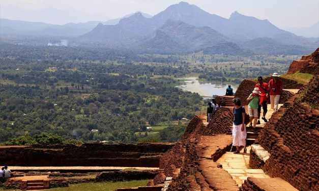 Sri Lanka to allow charter flights to fly out remaining tourists on request