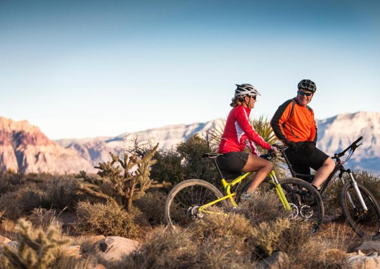 Mountain bikers, Las Vegas, Nevada, USA