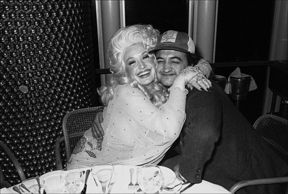 Musician Dolly Parton and comedian John Belushi dine at Windows on the World in May 1977.