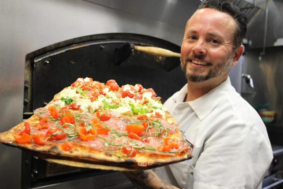 World Champion Pizza Maker Tony Gemignani with his Pizza Romana.