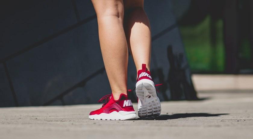 afew-store-sneaker-nike-wmns-air-huarache-run-ultra-noble-red-white-39