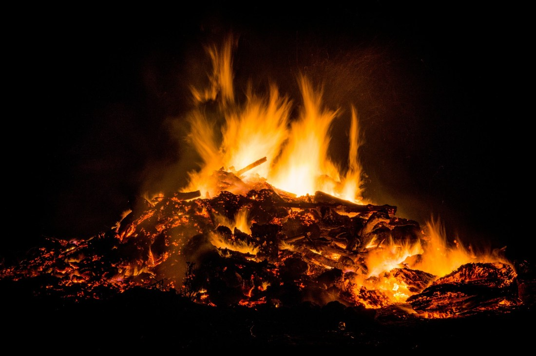 easter-fire-384602_1920