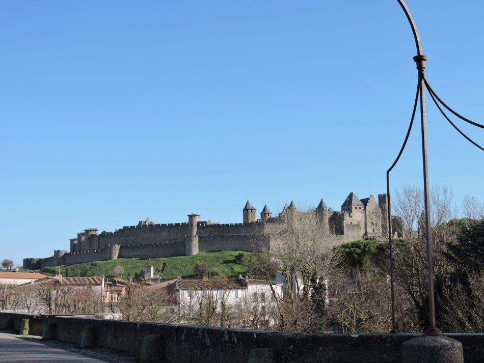 carcassonne pont vieux scaled - Fête des Pères : Carcassonne en Famille