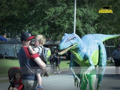 Boy Crying when he meet our dinosaur 400x300 1