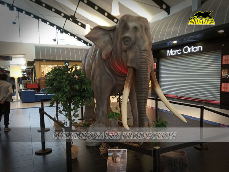 Animatronic Elephant in Shopping Mall 1
