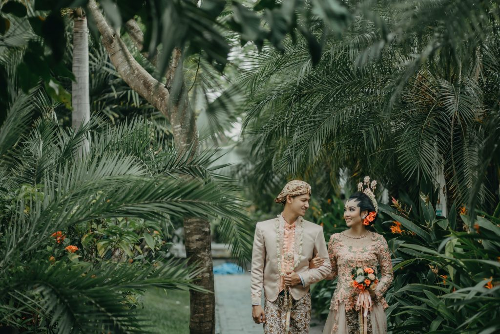 12-Useful-Wedding-Tips-On-How-To-Plan-A-Dinosaur-Wedding-11