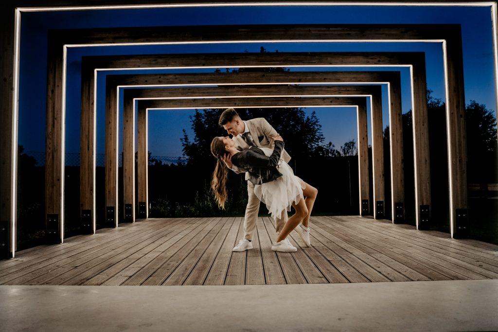 12-Useful-Wedding-Tips-On-How-To-Plan-A-Dinosaur-Wedding-Wedding-Tips-on-Choosing-Your-Wedding-Playlist