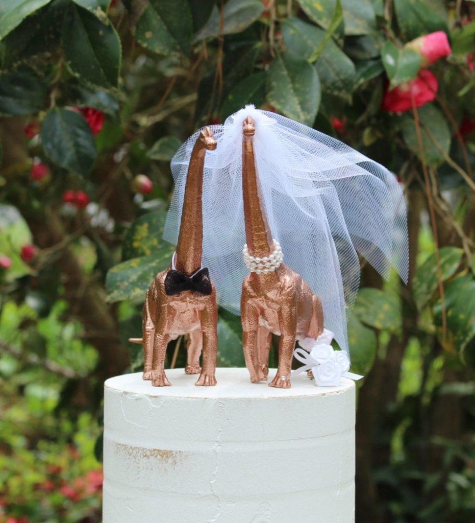 12-Useful-Wedding-Tips-On-How-To-Plan-A-Dinosaur-Wedding-dinosaur-cake-topper