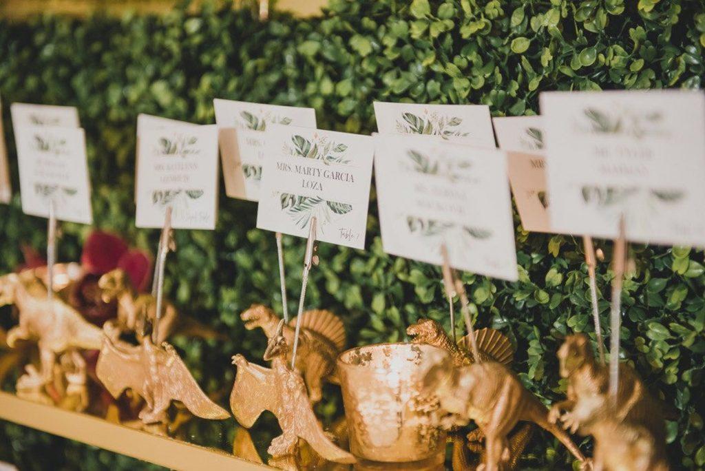 12-Useful-Wedding-Tips-On-How-To-Plan-A-Dinosaur-Wedding-dinosaur-card-holder