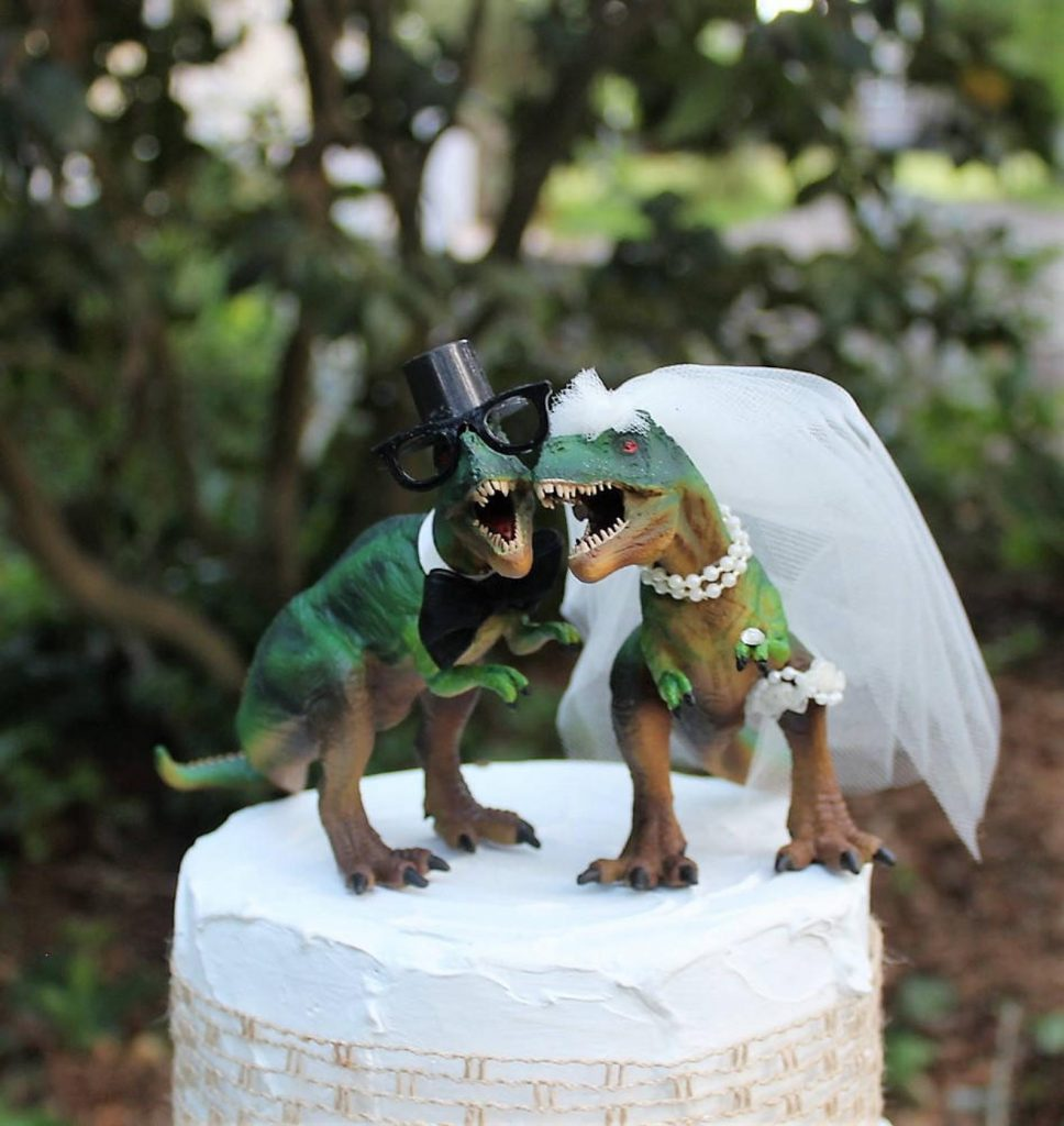12-Useful-Wedding-Tips-On-How-To-Plan-A-Dinosaur-Wedding-dinosaur-t-rex-cake-topper