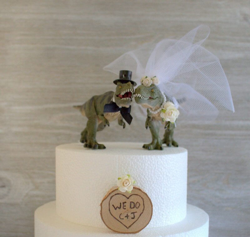 Dinosaur Wedding Cake 800x756 1