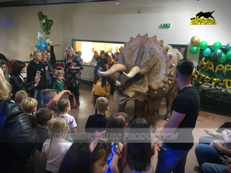 Bring Kids Closer To Dinosaurs 1