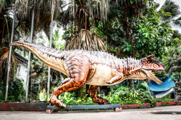 Animatronic Carnotaurus for Dinosaur Event Scene6 1