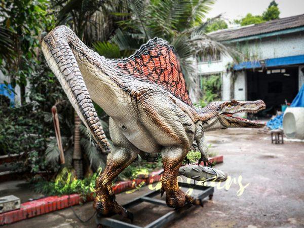 Jurassic Park Animatronic Spinosaurus Grasping Fish3 1