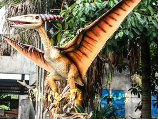 Realistic Animatronic Pterosaur on the Stump1 1