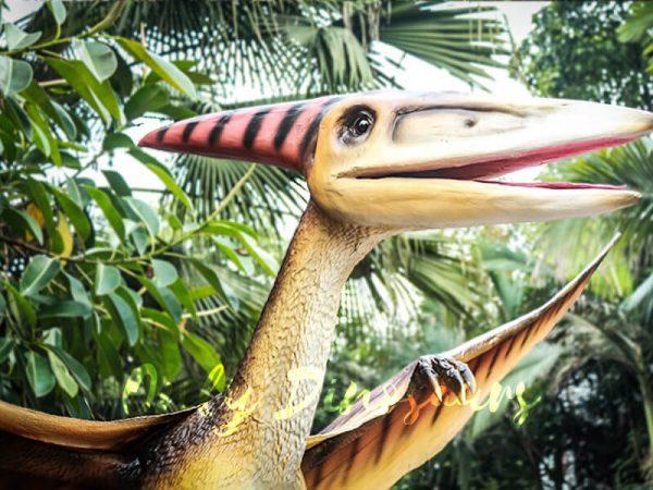 Realistic Animatronic Pterosaur on the Stump2 1